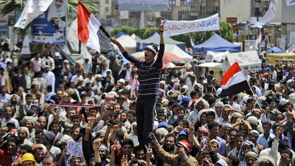Jugendliche demonstrieren gegen die Regierung unter Präsident Saleh; Foto: AP