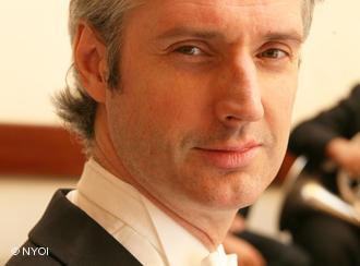 Der Dirigent Paul MacAlindin; Foto: NYOI