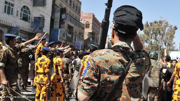 Antiaufstandseinheiten der Armee in Sanaa; Foto: dpa