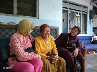 Indonesian women in a social facility in West Jakarta (photo: DW)