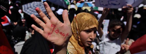 Jeminitische Frau demonstriert gegen Saleh; Foto: AP