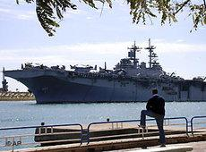 US-Flugzeugträger Kearsarge im Suezkanal; Foto: AP