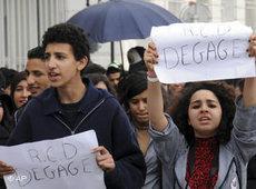 Studenten fordern die Auflösung der Regierungspartei RCD Ben Alis; Foto: AP