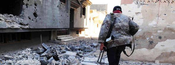 Zerstörte Straße in Misrata; Foto: dpa