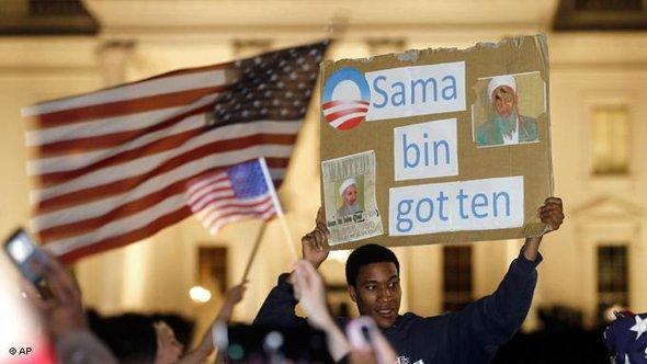 US-Amerikaner feiern den Tod Osama Bin Ladens vor dem Weißen Haus in Washington; Foto: AP