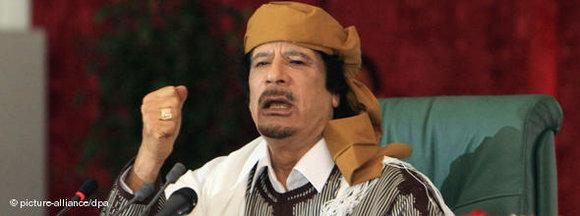 Gaddafi auf einer Sitzung des Volkskomitees; Foto: dpa
