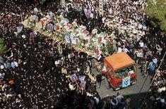 Funeral procession for those killed in an attack perpetrated by Sunni extremists (photo: AP)