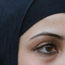 Frau mit Kopftuch; Foto: dpa