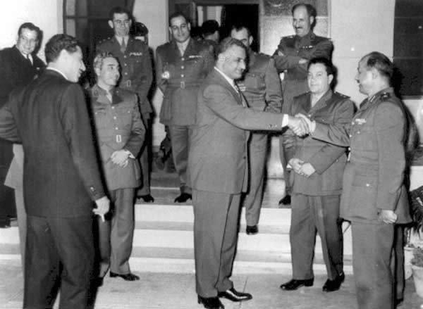 Gamal Abdel Nassar mit einer syrischen Delegation; Foto: Wikipedia