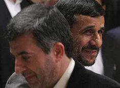 Ahmadinedschad und der er frühere Vizepräsiden Isfandiar Rahim Maschaei; Foto: AP