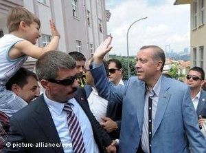Erdogan im Wahlkampf; Foto: picture-alliance/dpa