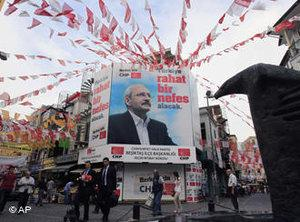 Wahlplakate der CHP; Foto: AP