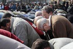 Friedensnobelpreisträger ElBaradei während des Freitasgebets auf dem Tahrirplatz in Kairo; Foto: AP