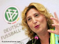 Integrationsbeauftragte des Deutschen Fußball-Bundes (DFB), Gül Keskinler; Foto: dpa