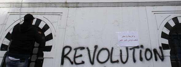 Revolutionsgraffiti auf der Gebäudefassade des tunesischen Premierministers; Foto: AP