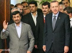 Irans Präsident Ahmadinedschad (links) und der türkische Premier Erdogan in Teheran; Foto: Fars