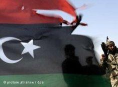 Rebellen nach der Eroberung Misratas; Foto: dpa
