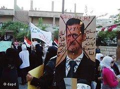 Demonstrators against the Assad regime in a suburb of Damascus (photo: dapd)