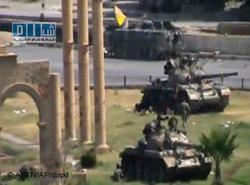 Panzer in der Innenstadt von Hama; Foto: Shams News Network/dapd