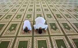 ; Männer beim Gebet in einer Moschee in Ramallah; Foto: AP