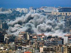 Beschuss Haret Hreiks durch israelische Kampfjets im Juli 2006; Foto: AP