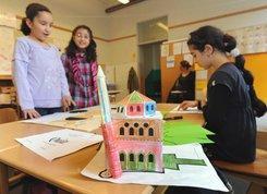 Eine Moschee aus Papier: ein Projekt im Islamunterricht an einer niedersächsischen Grundschule; Foto: dpa