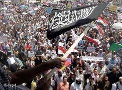 Islamistische Gruppen am 29. Juli auf dem Tahrir-Platz in Kairo; Foto: dapd