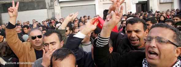 Tunesier demonstrieren für Pressefreiheit; Foto: dpa