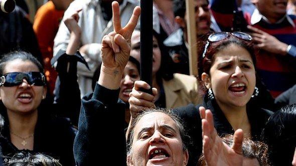 Massenproteste der Kopten in Kairo nach den Kirchen-Anschlägen; Foto: dpa