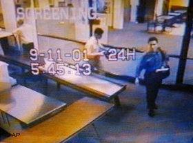 Terrorist Muhammad Atta am Flughafen in New York; Foto: AP