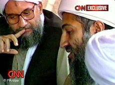 Al-Qaida Führer Osama bin Laden (r) neben seinem Stellvertreter Ayman el Zawahiri; Foto: dpa