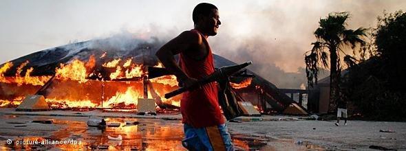 Rebellen nach der Eroberung von Bab Asisija in Tripolis; Foto: dpa