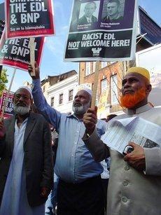 Demonstration gegen die EDL; Foto: Joseph Burke