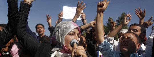 Junge Demonstranten im Jemen demonstrieren gegen Präsident Saleh; Foto: AP