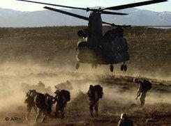 Einheiten der US-Armee während der Operation Anaconda in Afghanistan; Foto: AP