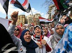Frauen in Kairo während einer Protestkundgebung gegen das ägyptische Regime auf dem Tahrir-Platz; Foto: dpa