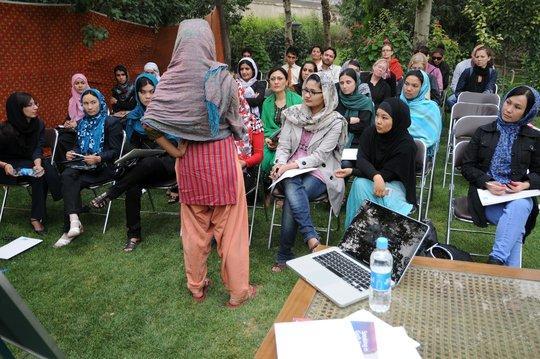 Frauen auf einer Veranstaltung der Young Women for Change in Kabul debattieren über Rechte von Frauen im Islam; Foto: M. Gerner