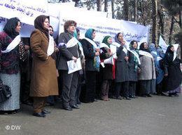 Afghanische Frauen demonstrieren gegen Gewalt gegen Frauen in Afghanistan 2011; Foto: DW/ Hosain Sirat