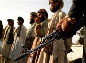 Taliban im afghanisch-pakistanischen Grenzgebiet; Foto: AP