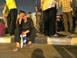 Frau in Kairo erschüttert von den Unruhen; Foto: dapd