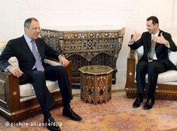 Präsident Assad (rechts) mit Russlands Außenminister Lawrow in Damaskus; Foto: dpa