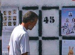 Kandidaten und Wahlprogramme an einer Häuserfassade in Tunis; Foto: DW