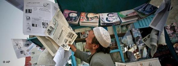 Zeitungsstand in Kabul; Foto: AP