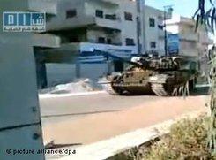 Einsatz von Panzern in den Straßen von Hama; Foto: dpa