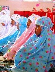 Al-Azhar-Studentinnen in Yogjakarta während des Gebets; Foto: Karen Bryner