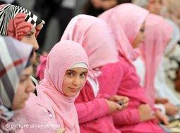 Frauen muslimischen Glaubens am Tag der offenen Moschee in Deutschland; Foto: dpa