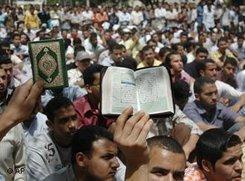 Anhänger der Muslimbruderschaft in Kairo; Foto: AP