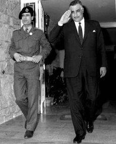 Gaddafi und Nasser; Foto: wikipedia