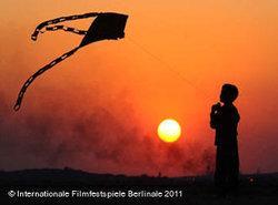 Sahand lässt Drachen steigen - Filmsequenz aus Bad o meh; Foto: Arsenal Distribution Berlin
