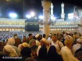 Pilger an der Kaaba; Foto: DW